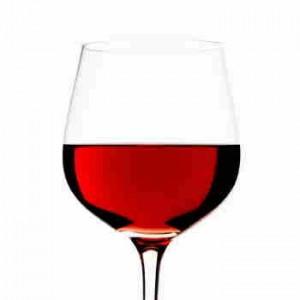 ett glas rödvin redo att provsmakas